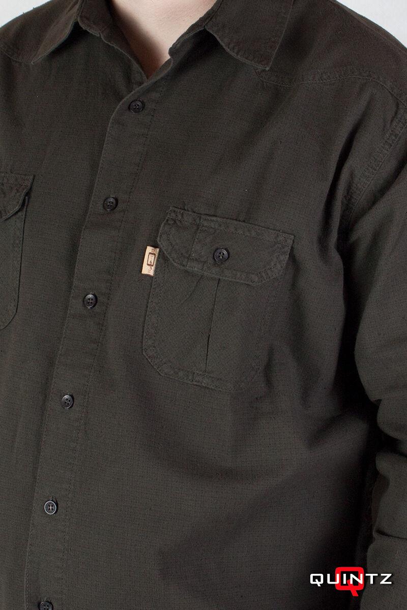 kockás flanel ing hátulról